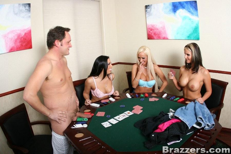 девушки играют на раздевание смотреть видео пятая кнопка справа