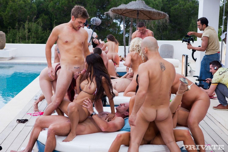 порно вечеринка на вилле