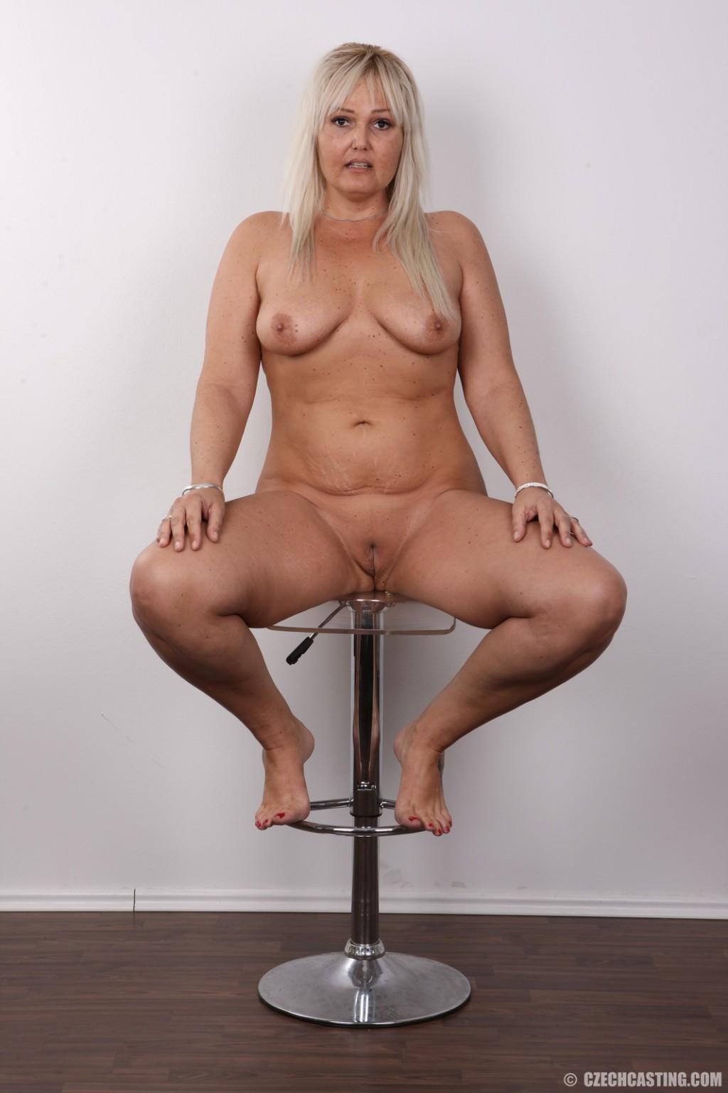 Каблуков зрелая проходит порно кастинг женщина рядом