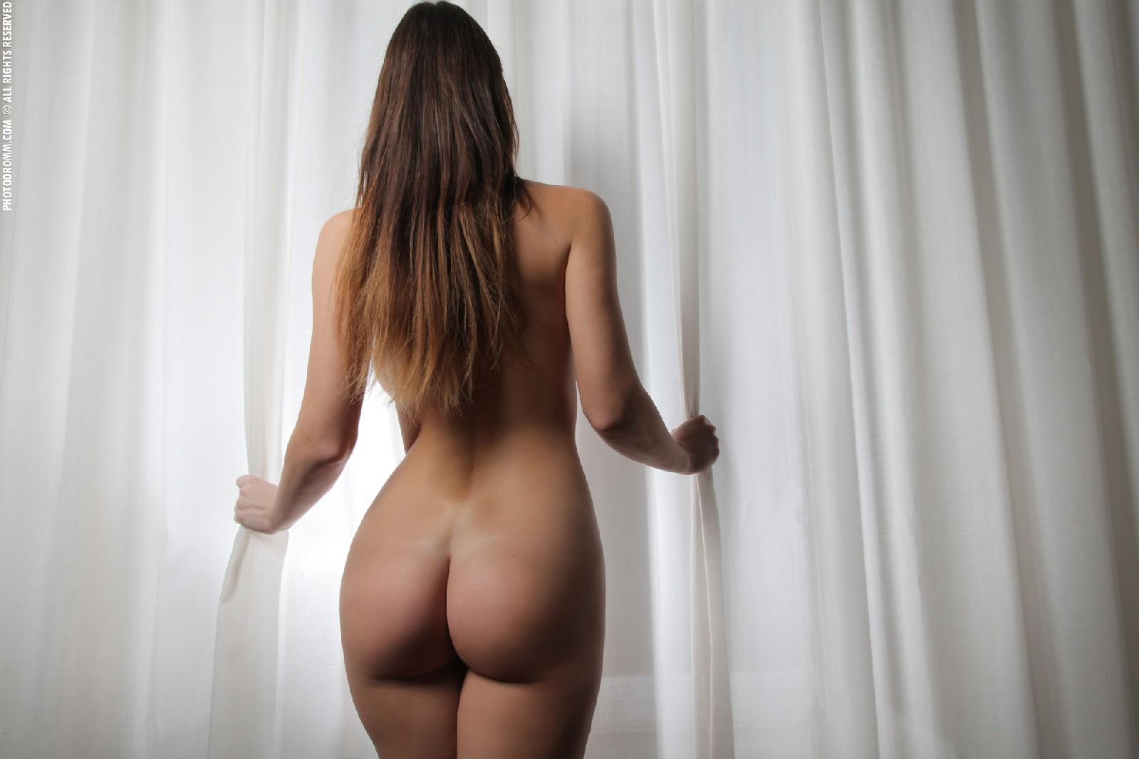 Голые девушки со спины на видео