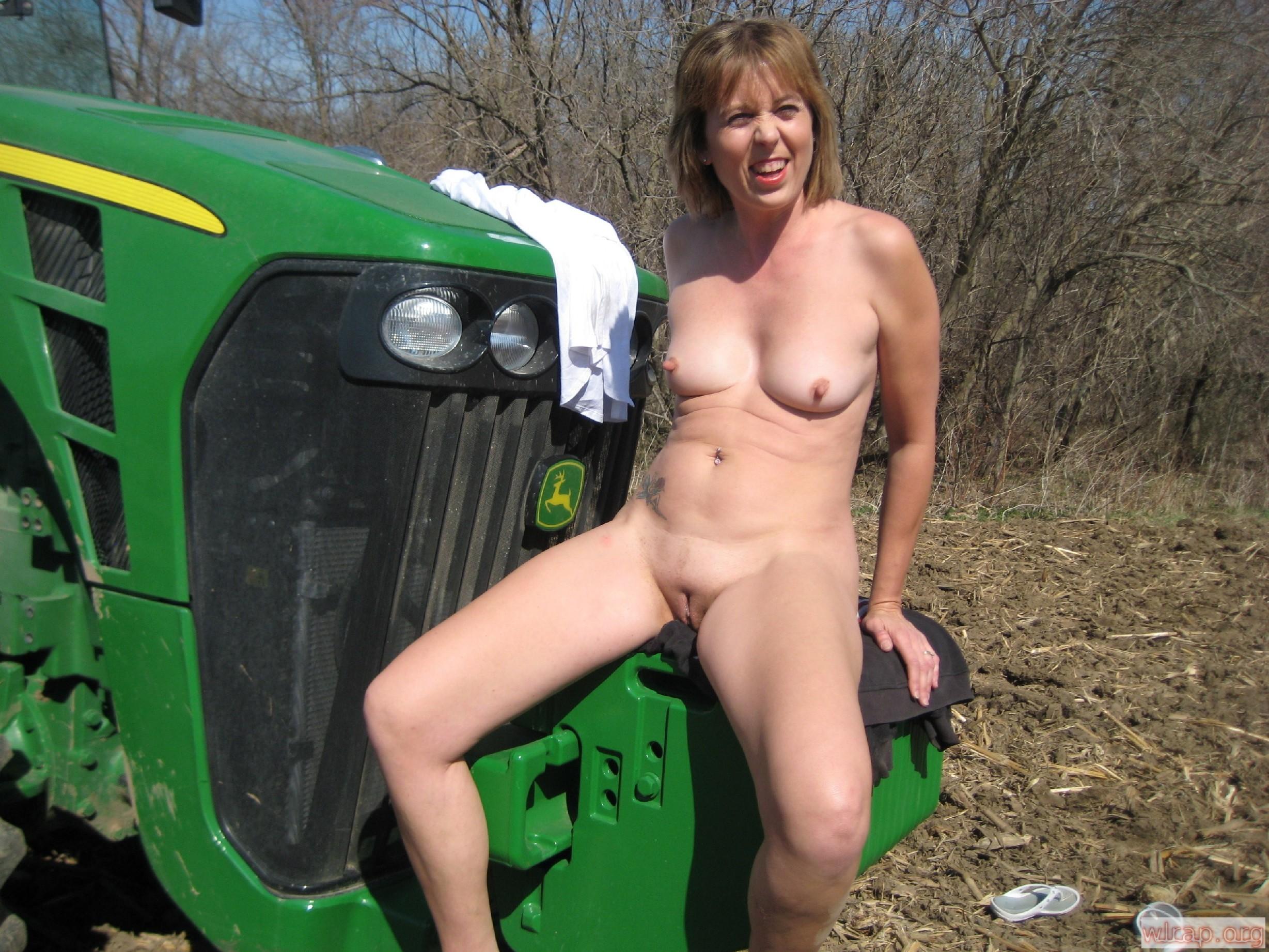 порно фото сельских женщин тёлка сосёт