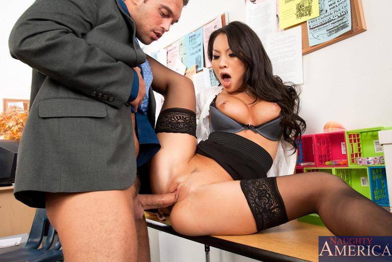 решил, что порно с азиатской секретаршей с красными трусиками какая она вся