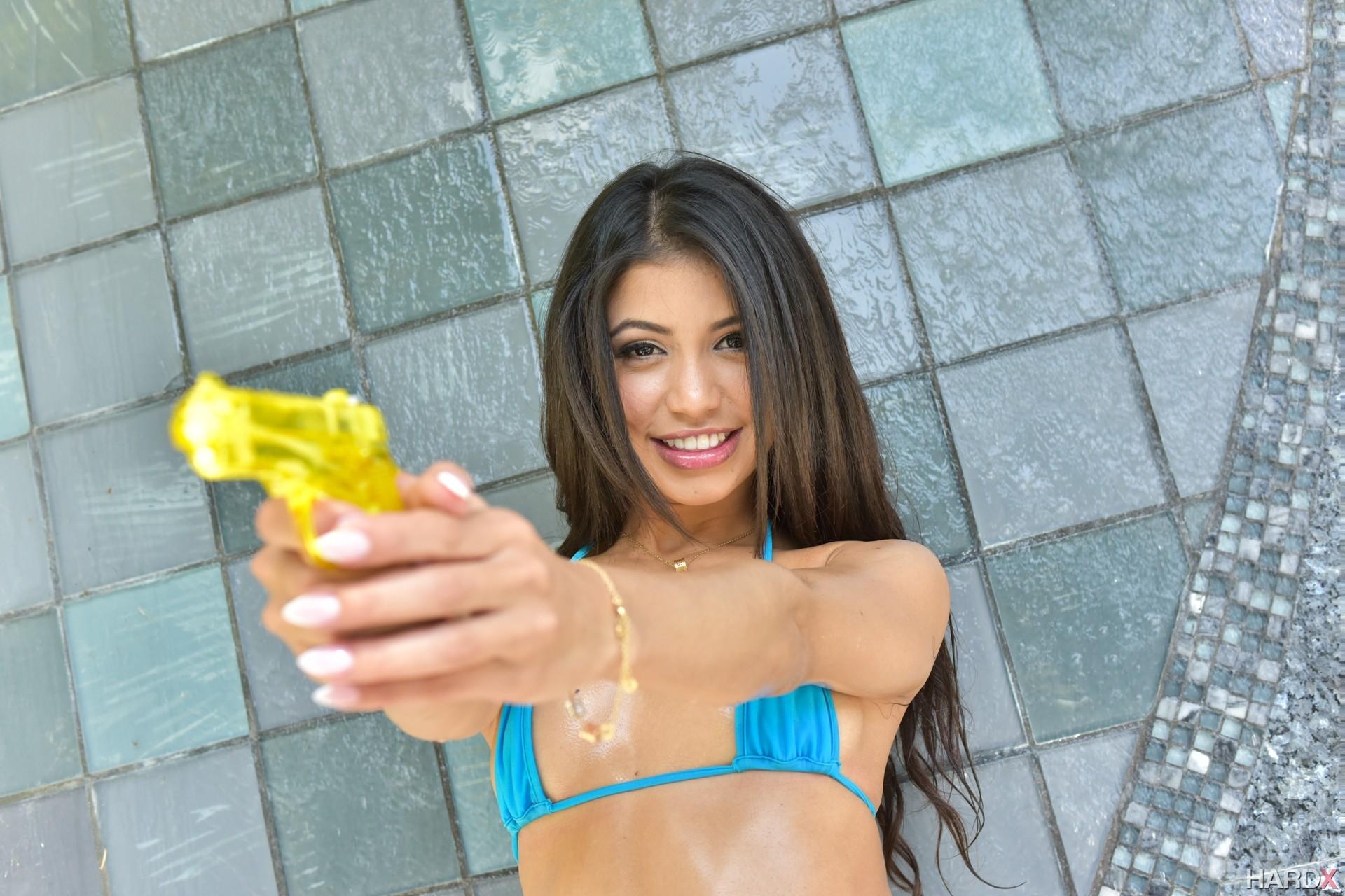 Стройная блядь Veronica Rodriguez отдается хозяину виллы