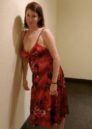 Зрелая мадам устроила эротические снимки перед выходом в свет