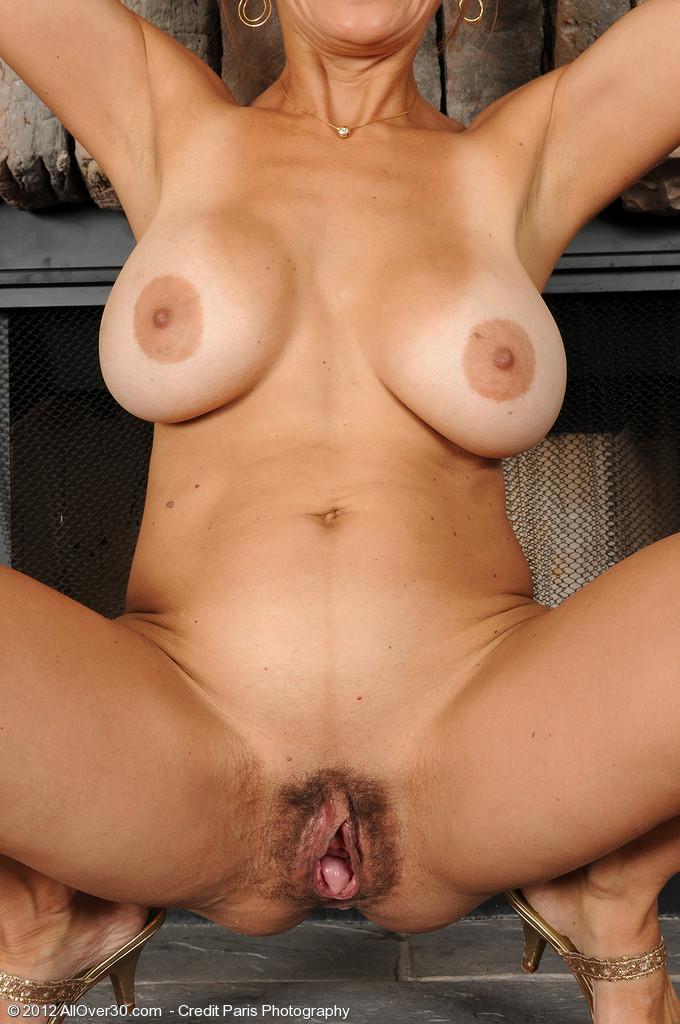 сексапильная тетки с большой пиздой и сиськами смотреть ему