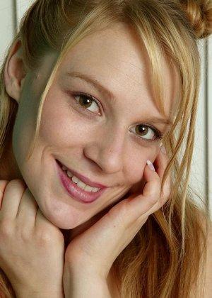 Блондинка в прозрачных трусиках