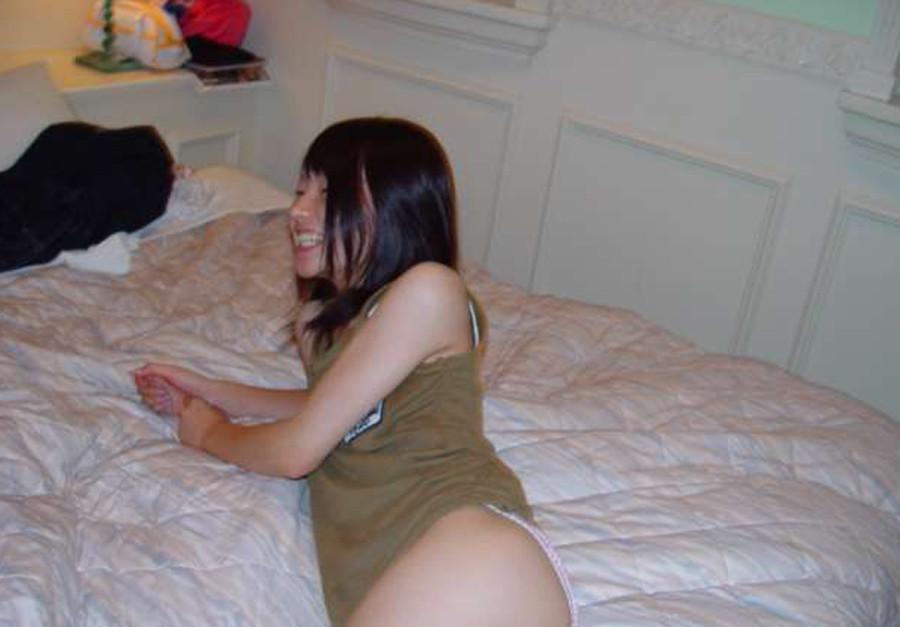 Худая и голая телочка из Вьетнама