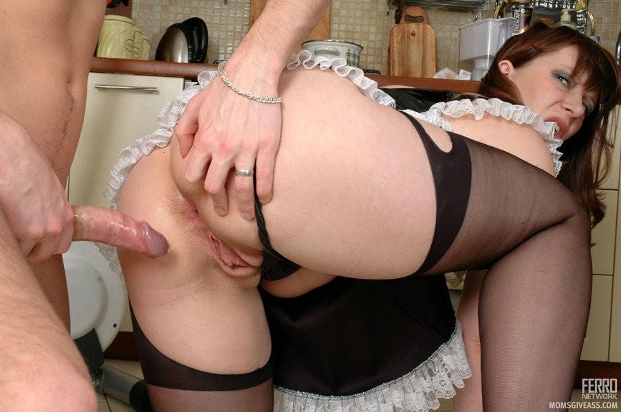 Порно с молодыми домохозяйками в чулках