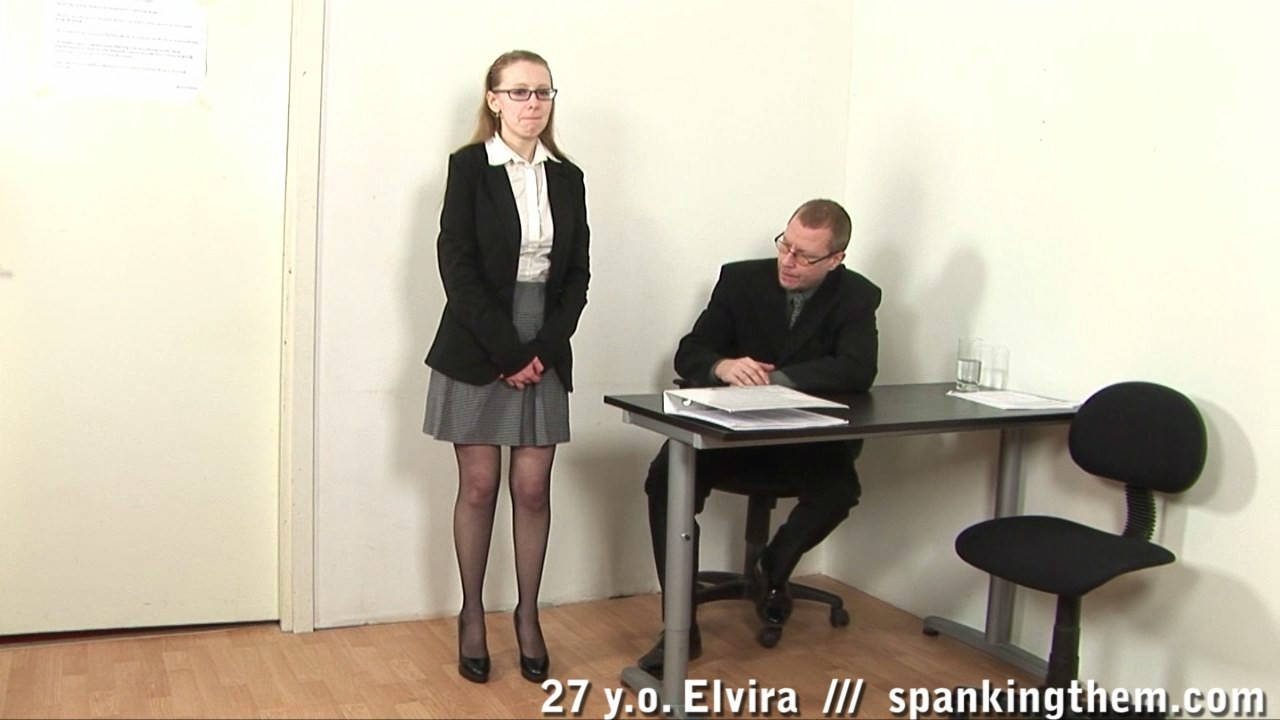 Босс наказывает секретаршу за провинность