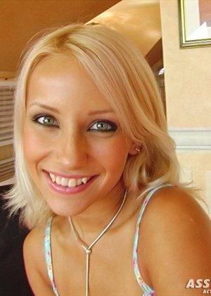 Худая блондинка Кенди получила в анус толстый хуй