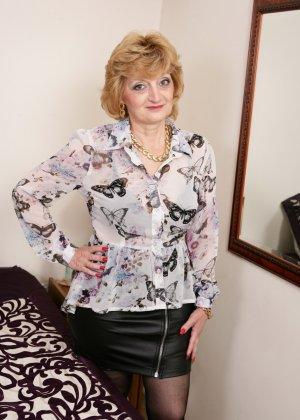 Пенсионерка из Британии пытается повеселить саму себя