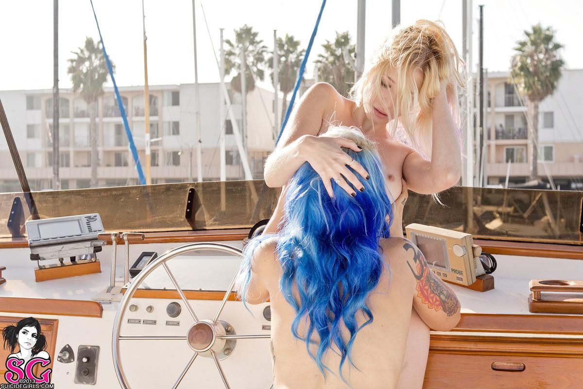 Экли и Лили на яхте