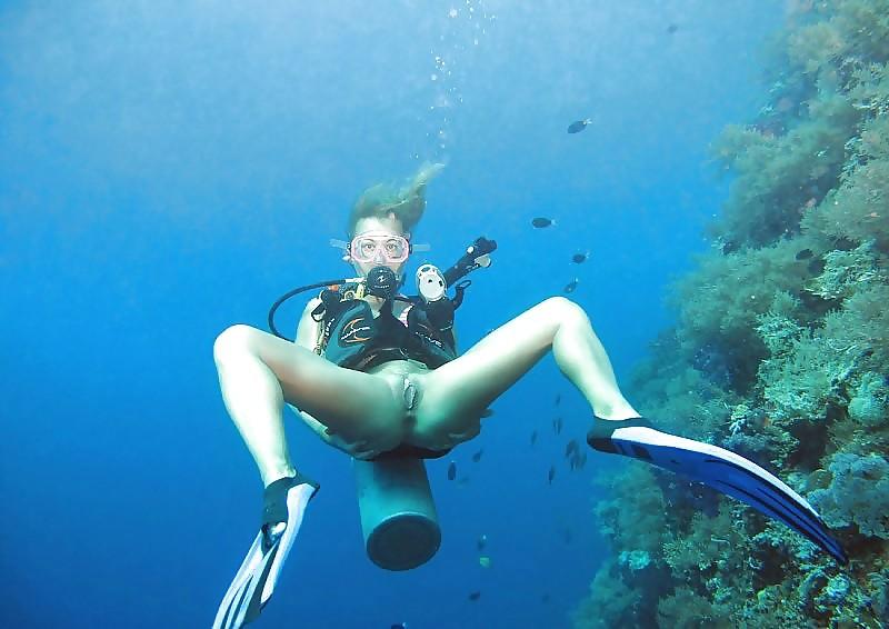 Под водой (показывают голую пизду) - компиляция 3