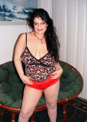 Сексуальная мадам с лишним весом неимоверно хочет сексуальных приключений