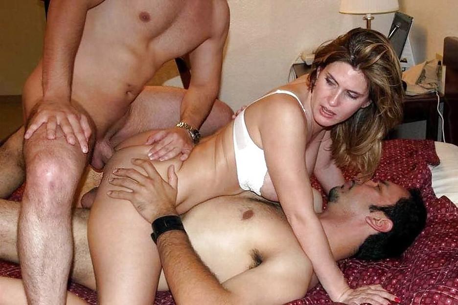 катере, находящемся порно онлайн муж свингер нее