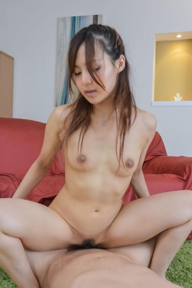 Азиат трахает красивую соплеменницу