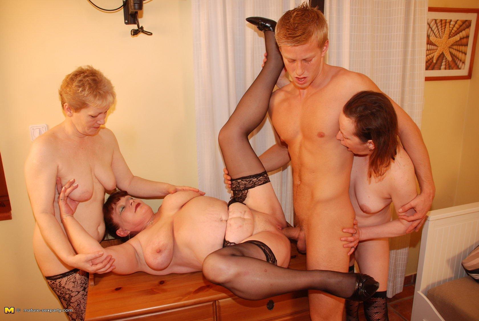 Зрелые мамочки смотреть фото эротика наличии