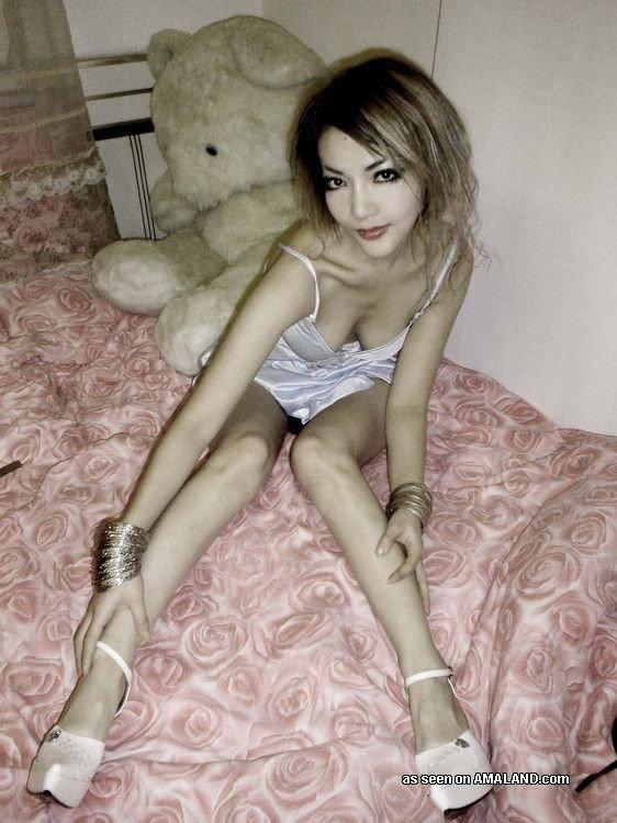 Мега худая азиатка с сиськами