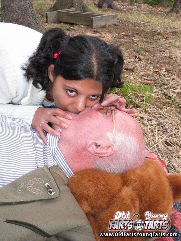 Секс с пожилым мужчиной - Фото галерея 274967