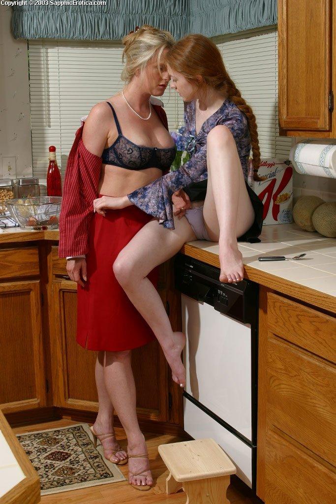Зрелые лесбиянки с молодыми - Фото галерея 275967