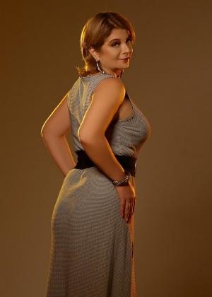 Красивая зрелая модель с большой грудью