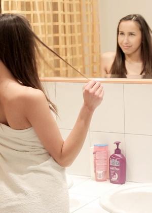 Лесбийский фут фетиш Джани и Ненси в ванной