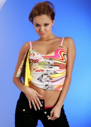 Латиноамериканка Valentina Vaughn разделась до гола