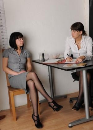 Очевидно, она не сможет работать секретаршей, слишком скромная