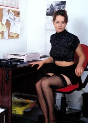 Секретарша оголяет пизду разговаривая по телефону