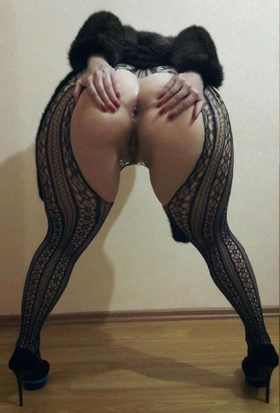 Шикарная русская милфа с широкой задницей