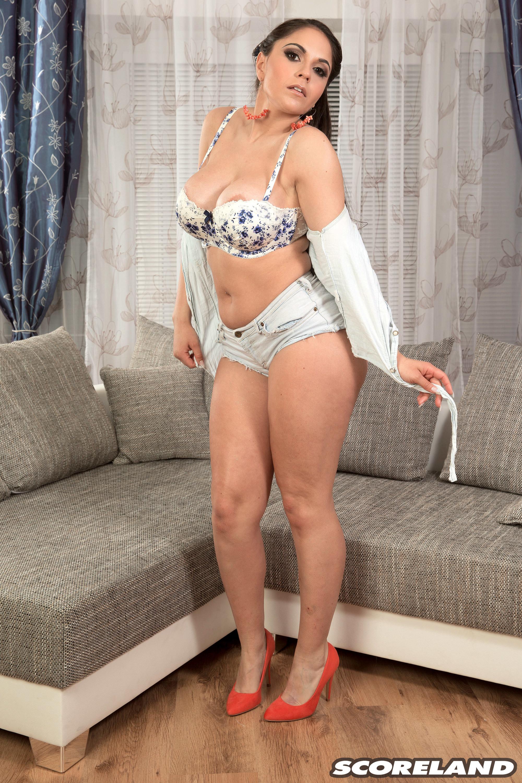 Сочная испанская модель Марта Лара Крофт