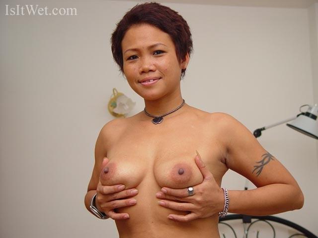 33-летняя владелица клуба из Вьетнама предпочитает сосать хуи побольше