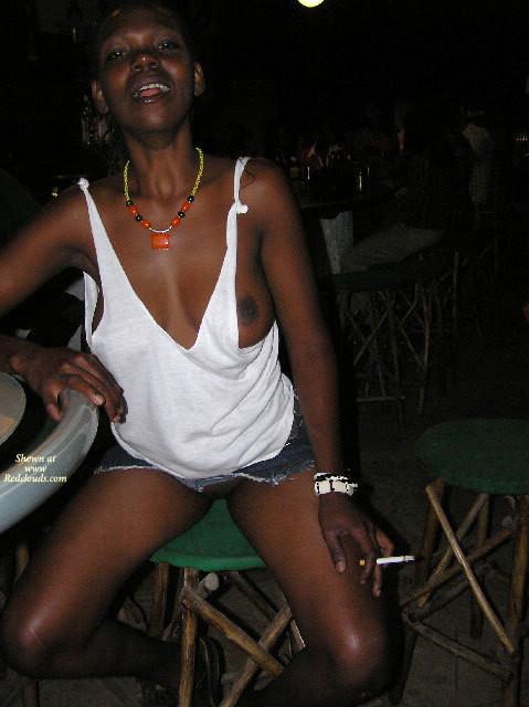 Танзанийка Флора хочет прославится