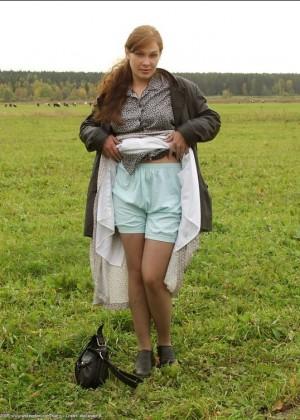 Зрелые француженки задирают юбки