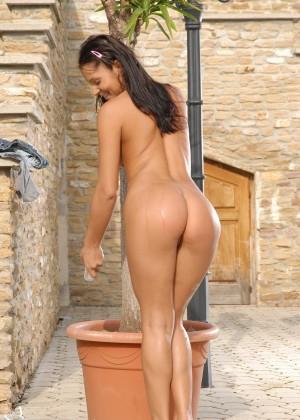 Румынская порнозвезда Люси Бель