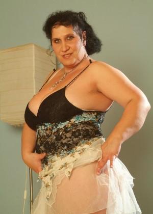 Толстая венгерская порно модель