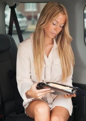 Секс с чешской моделью в микроавтобусе
