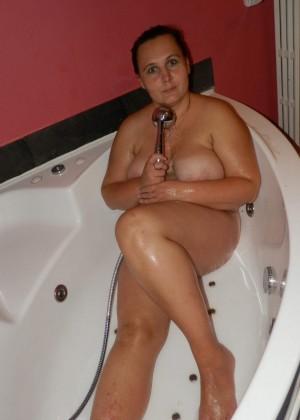 Пухлая бельгийка в джакузи в гостинице