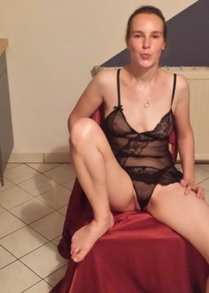 Зрелая австрийка Даниэла часто развлекается перед вебкой