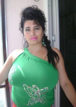 Сочная боснийская мамочка (неголая)