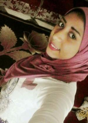 Молодая египтянка показала большую грудь
