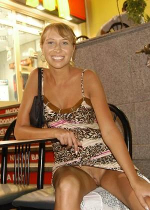 На отдыхе в Египте девушка часто публично обнажалась