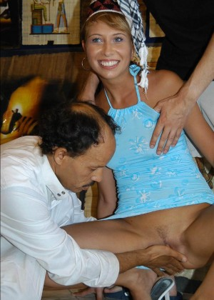 Туристка из Англии позволила потрогать пизду египетскому продавцу