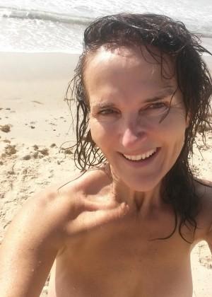 Австралийская милфа на пляже и во время беременности