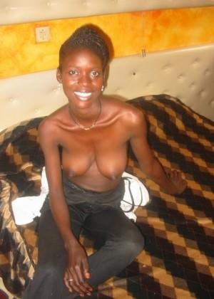 Массажистки из Сенегала дрочат член