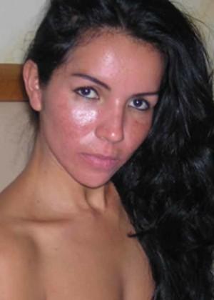 Худая женщина из Боливии с волосатым лобком