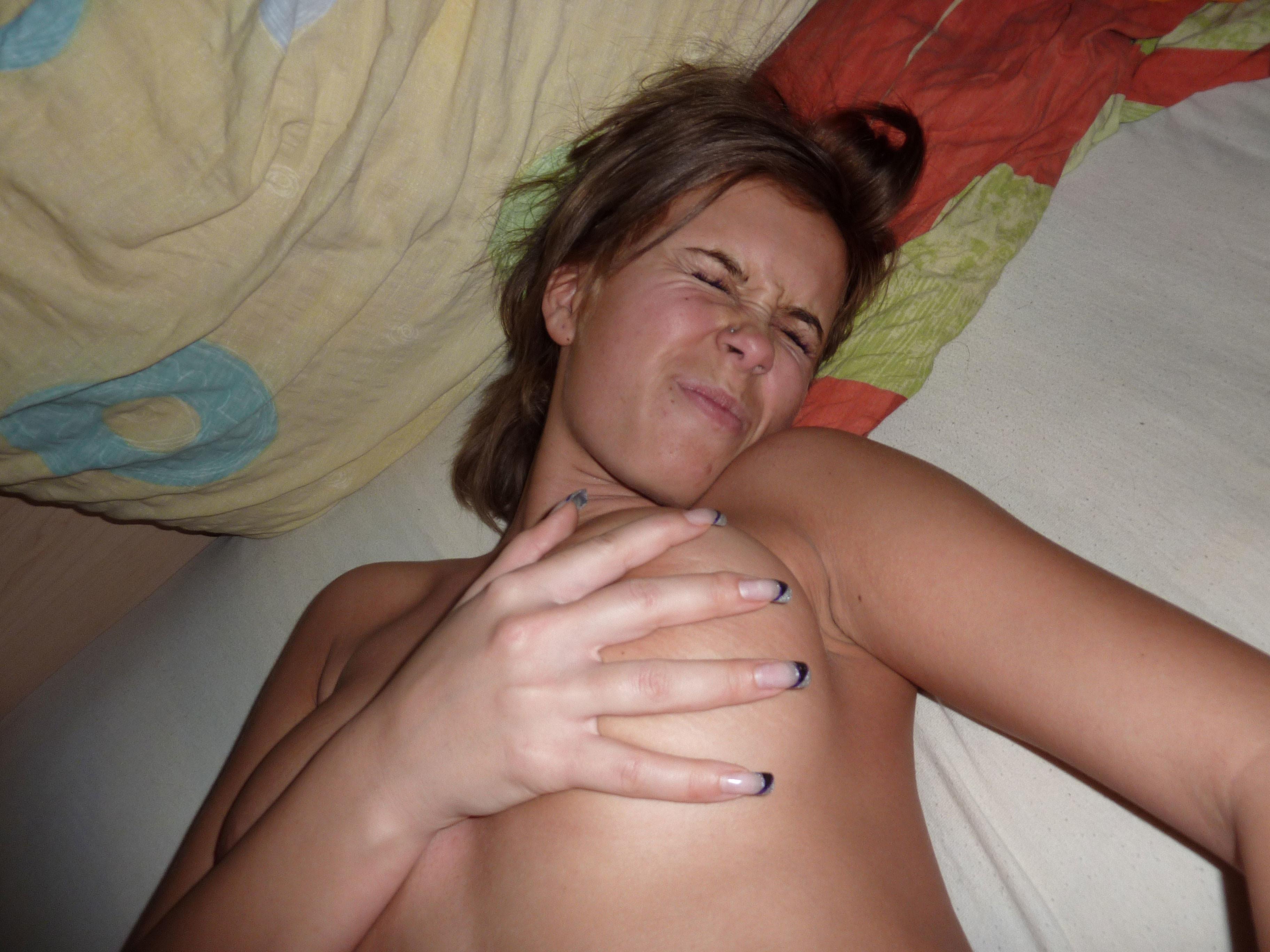Дал в рот стройной жене