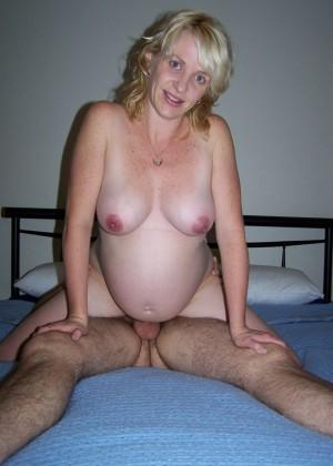 Блондинка беременна, но ебаться хочет