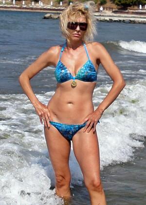 Блондинка Анастасия в бикини