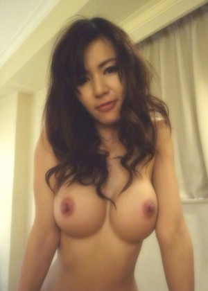 Азиатка с силиконовой грудью